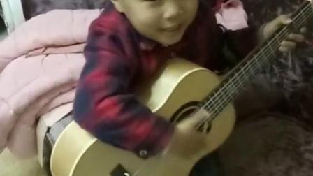 4岁宝宝吉他弹唱大王叫我来巡山