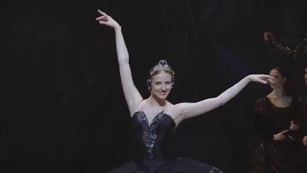 芭蕾舞剧天鹅湖难度最高充满妖气的黑天鹅之舞,被掌声打断了几次