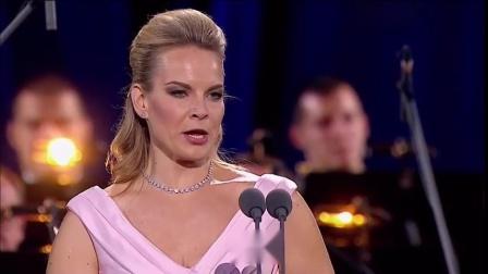 霍洛斯托夫斯基 格兰嘉《相对无语》二重唱 雷哈尔轻歌剧《风流寡妇》2015年10月25日莫斯科 - Lippen schweigen