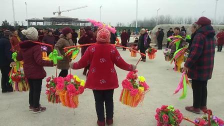 淮阳县 黄菜园 花篮队 在植物园挑花篮
