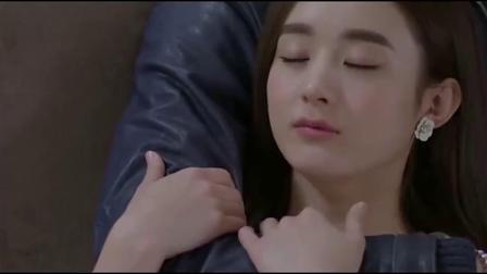 杉杉来了:赵丽颖累坏了躺在张翰怀里,张翰心疼坏了,真甜蜜