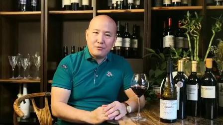 法国皇家集团葡萄酒业董事长王莉总经理崔德胜请您关注《喝红酒究竟有哪些好处》