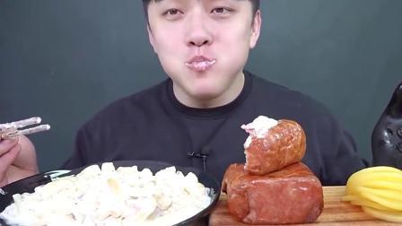 韩国吃货小伙吃沙拉酱面加大方火腿,热量高到爆炸!