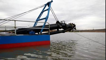 试机中的河道清淤船