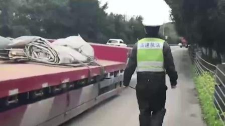 大货车高速上跑着跑着 车头与车身完全分离