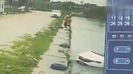 司机下车钓鱼,不料下一秒,意外发生了
