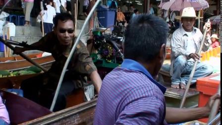 """""""千万别拿!""""泰国旅游遇美女递毛巾"""