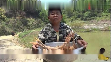 农村小六用荔枝炭烤鸡,开吃那一刻大口吃肉,嘴巴根本停不下来