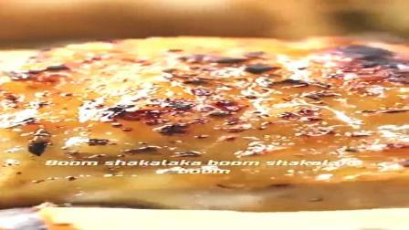 简单的一个烤盘就可以做出烤鸡大餐!难以置信!