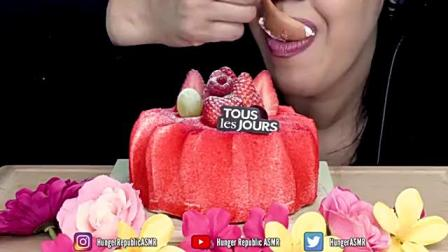 吃播超好看的草莓蛋糕,一吃一大口,简直太美味了