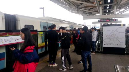 广州地铁5号线【黄埔客运港方向】L4型蓝门车05x079-080停靠坦尾站①号站台
