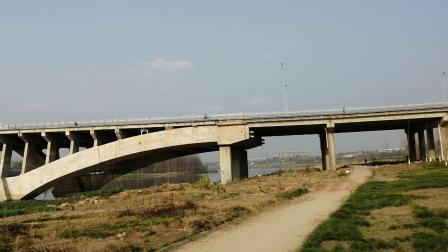 沱江沱三桥边