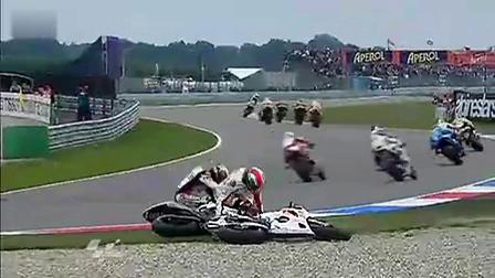 2011年MotoGP荷兰站周六正赛洛伦佐与西蒙切利的撞车