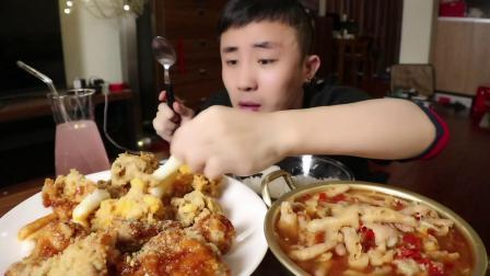 甜辣炸鸡配鸡爪冷面和粽子
