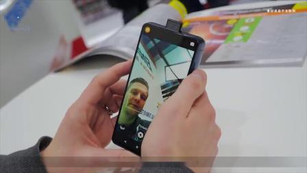 简单粗暴!Energizer在MWC上展示了其拥有18000mAh电池的智能手机
