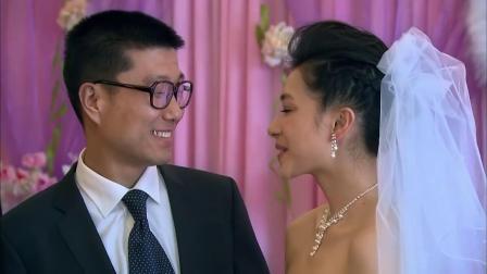 婚礼现场,新娘旁边的离婚女人电话响了,尴尬!
