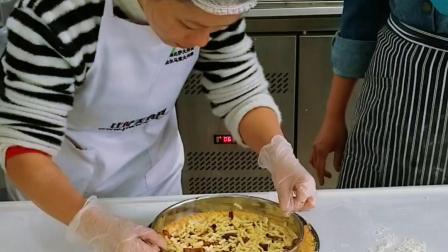 学员做金牌披萨饼的做法培训