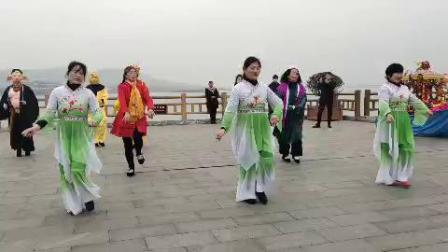 南京六合区金牛湖文艺宣传队2019正月初一给金牛湖景区拜年演出[金牛湖逍遥王拍摄