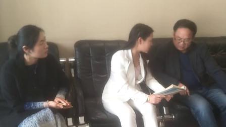 闫院长在向中国人民大学童校友讲述卢家钧窑的发展史