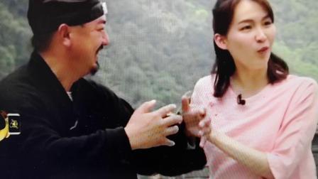 河南卫视美女主持人武当山体验传统功夫练习