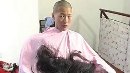 美女剪长发_51hair网-348店主的长发剃了光头