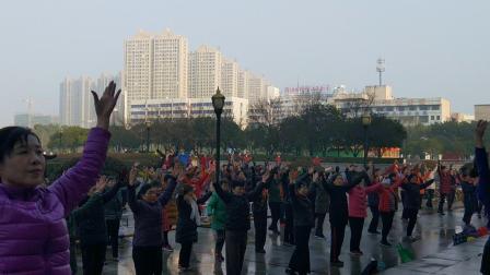 丹阳市老年体协指导中心广场舞培训班,广场舞,我和我的祖国,指导老师,陈文娟等。