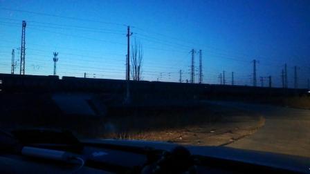 太局湖段和谐电二牵引回送车底快速通过韩家岭车站