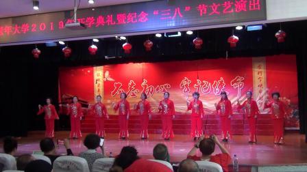 七台河老年大学电子琴班表演唱《夸夸咱们好大学》