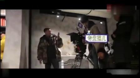《黄金瞳》片场:张艺兴不愧是团宠,受到全剧组的宠爱化身摄像师