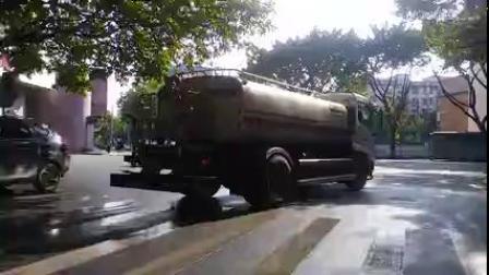 北区环卫中联牌ZLJ5163GQXE4清洗车作业实拍