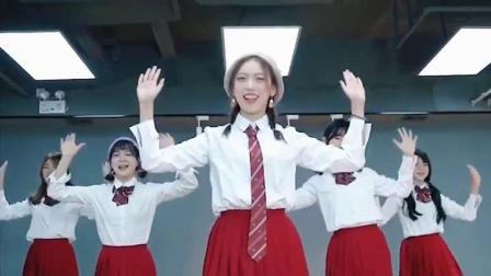 西瓜冰女团练习生:小姐姐热舞《异族啦啦啦》,可爱萌翻天。