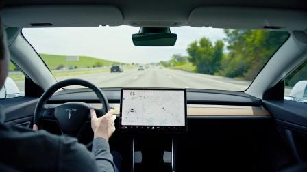 增强版 Autopilot 自动辅助驾驶系统