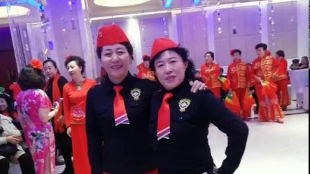 水兵舞二套表演 杨家窑新时代舞蹈队参加年会表演