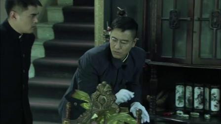 兵变1929:于昌搜查瞿莎,通过气味发现了,藏在钟里的东西