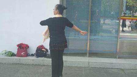 """云南省中老年系列健身舞之汉族""""崴花灯"""""""