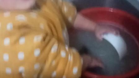 宝宝第一次洗碗