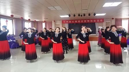 红舞裙佳丽舞蹈队精彩表演