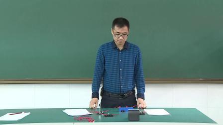 物理实验2 探究串联电路中用电器两端的电压与电源两端电压的关系