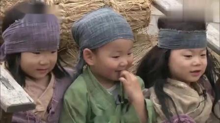 三胞胎变身小乞丐,爸爸让表演哭,民咕咕立马入戏!