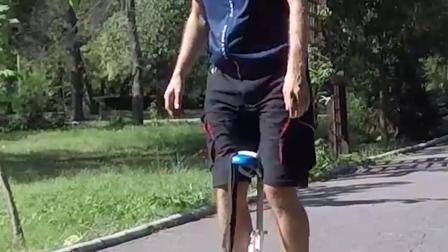 偷拍国外达人表演骑行airwheel s6自平衡车