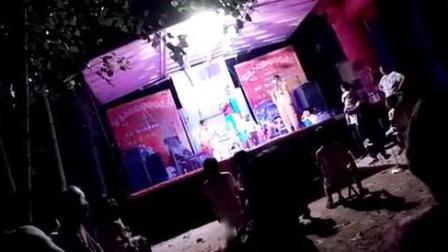 我在安徽碭山唐寨宋氏三姊妹喇叭歌舞团截了一段小视频