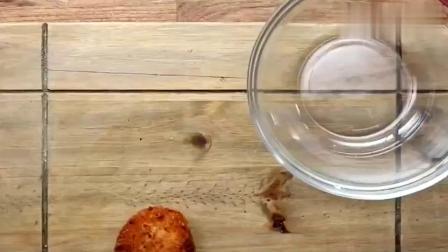 大师教你如何做美味的蛋黄酥,看着就让人直流口水,还不赶紧学!