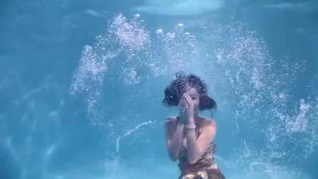 水下美人鱼表演 水上芭蕾
