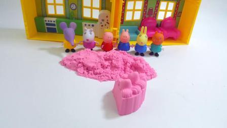 小猪佩奇过生日,小伙伴们帮她做生日蛋糕