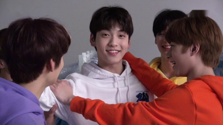 [T:TIME] Best English speaker, Who? - TXT
