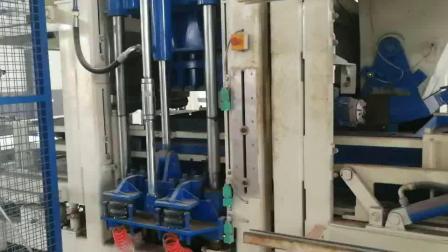 银马水泥砖全自动砖机生产线现场运行,码垛机、打包系统自动码砖包装砖坯展示