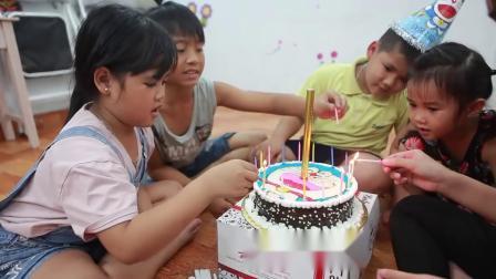 宝宝点蜡烛唱生日快乐歌 吃蛋糕