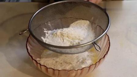 快速做美味香蕉蛋糕,不管是用蒸锅蒸还是用烤箱烤,照着做零失败