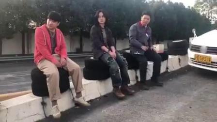 沈腾、尹正、田雨拍摄《飞驰人生》海报时的花絮视频