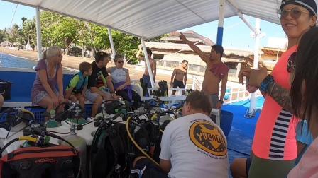 菲律宾潜水游